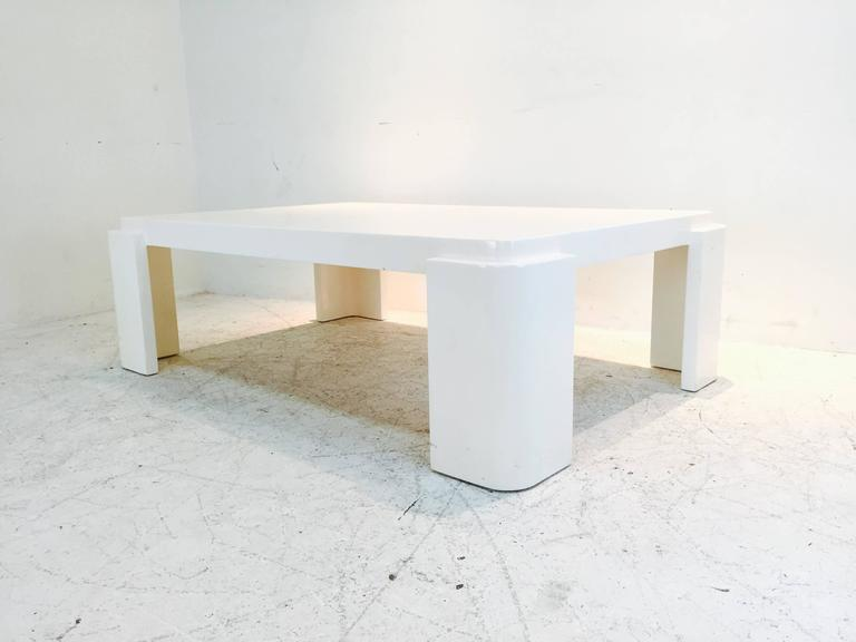 monumental white lacquer coffee table with rounded corners for sale at 1stdibs. Black Bedroom Furniture Sets. Home Design Ideas