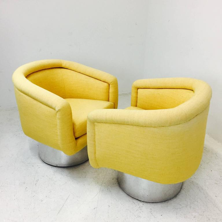 Pair of Swivel Chairs with Polished Steel Plinth Base by Leon Rosen for Pace In Good Condition For Sale In Dallas, TX