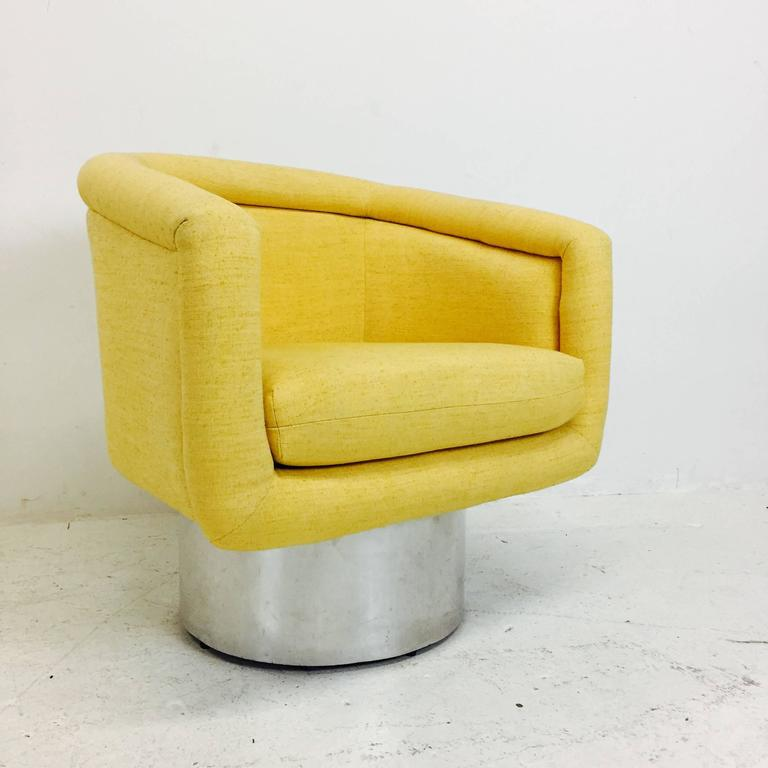 20th Century Pair of Swivel Chairs with Polished Steel Plinth Base by Leon Rosen for Pace For Sale