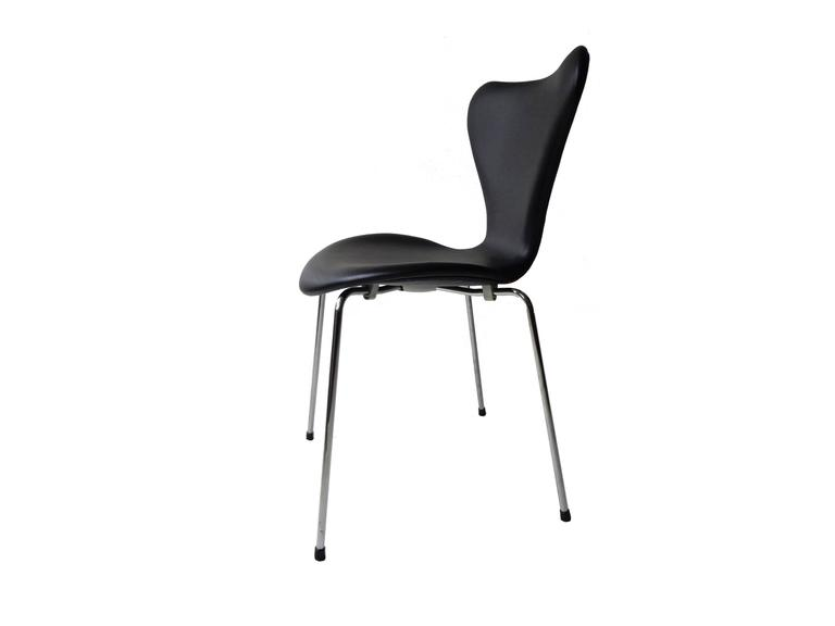 Arne Jacobsen Seven Chair, Model 3107 in Original Black Leather by Fritz Hansen 2