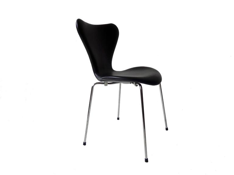 Arne Jacobsen Seven Chair, Model 3107 in Original Black Leather by Fritz Hansen 3