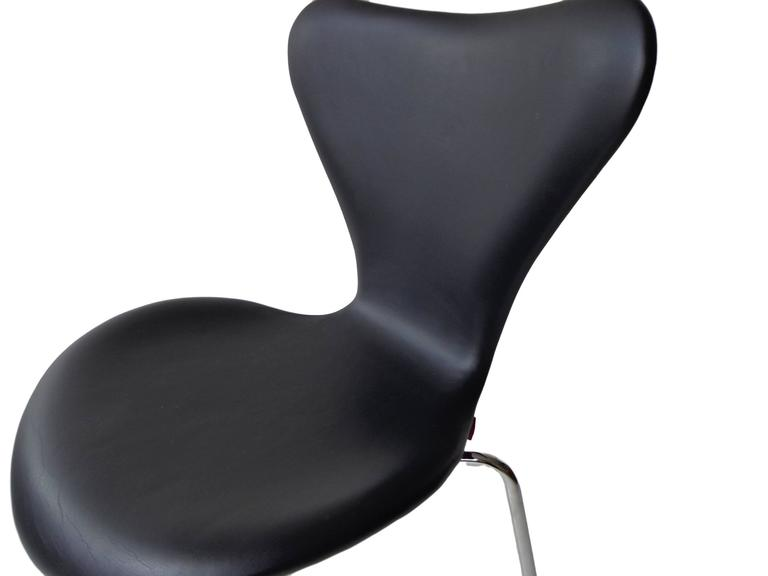 Arne Jacobsen Seven Chair, Model 3107 in Original Black Leather by Fritz Hansen 5
