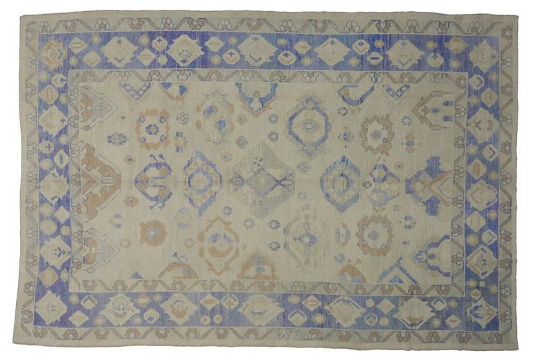 Modern Turkish Oushak Area Rug with Transitional Style In New Condition For Sale In Dallas, TX