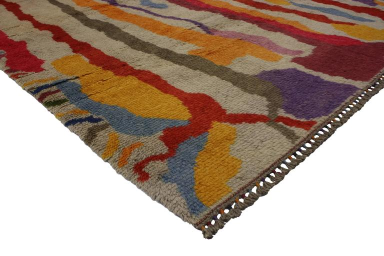 Freshen up your space with this modern Turkish Tulu shag rug with contemporary abstract paint drip style. Inspired by modern abstract art with a contemporary spin, this Tulu shag rug creates a stylish statement. The abstract paint drip effect is an