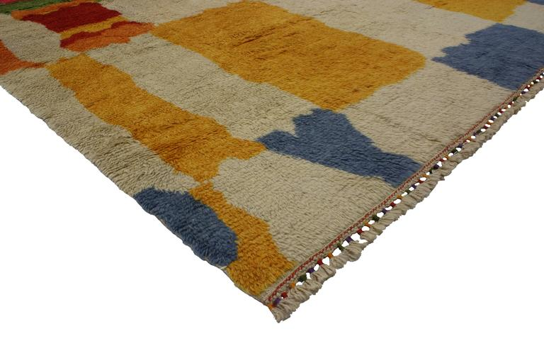 51870 New Colorful Contemporary Abstract Tulu Shag Area Rug. Create a fashion-forward energy in nearly any interior with the dynamic and dramatic look of color blocking. This colorful contemporary abstract Tulu shag area rug displays a contemporary