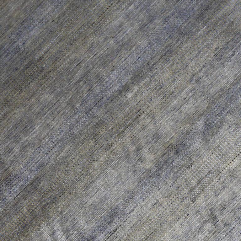 New Contemporary Transitional Gray Area Rug with Modern International Style In New Condition For Sale In Dallas, TX