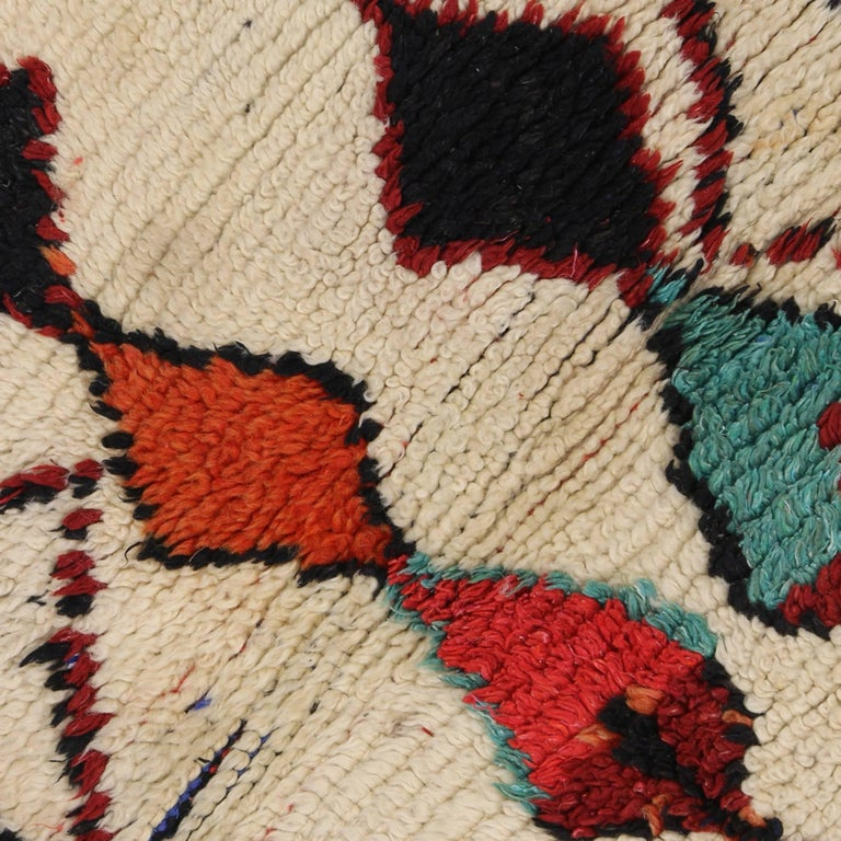 Vintage Berber Moroccan Azilal Rug with Modern Tribal Design In Good Condition For Sale In Dallas, TX