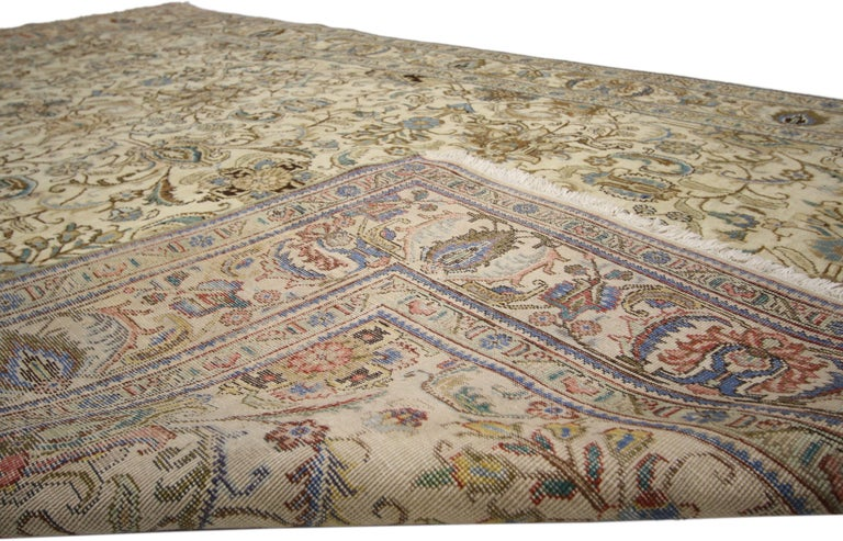 Vintage Persian Tabriz Rug with Traditional Style In Good Condition For Sale In Dallas, TX