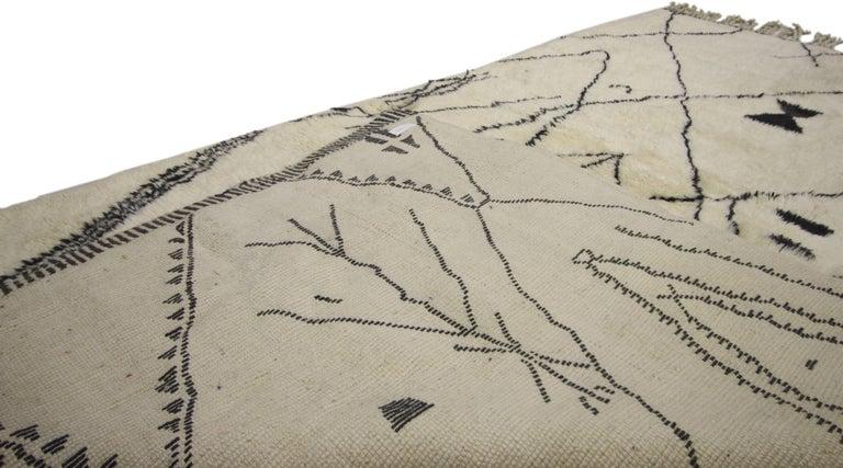 Contemporary Berber Moroccan Rug with Tribal Design, Berber Moroccan Rug In Excellent Condition For Sale In Dallas, TX