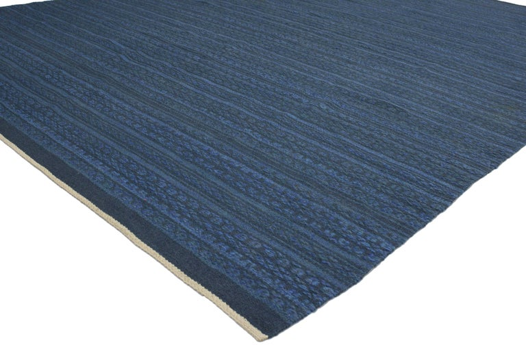 76914 Scandinavian Modern Swedish Kilim Rollakan, Blue Flat-Weave Swedish Kilim Rug. Featuring a traditional modern design highlighting some of the finest mid-century Swedish rugs, this appealing example is influenced by its subtle beauty that is