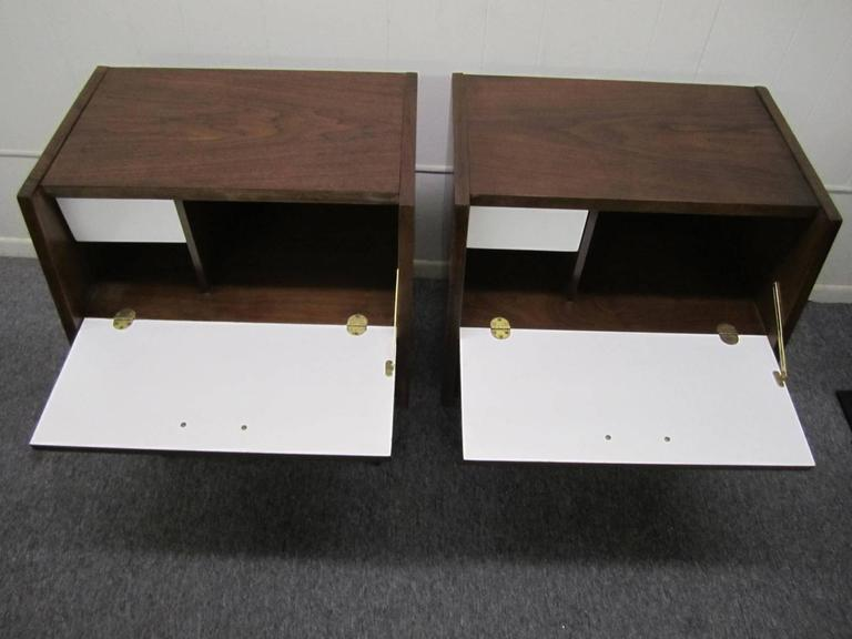 Brass Stylish Pair of American of Martinsville Walnut Nightstands Mid-Century Modern For Sale