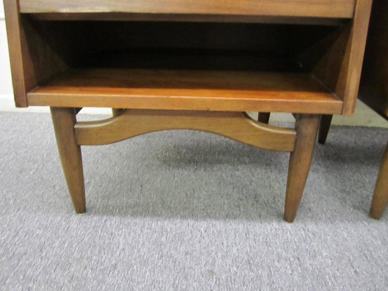 Stylish Pair of American of Martinsville Walnut Nightstands Mid-Century Modern For Sale 3
