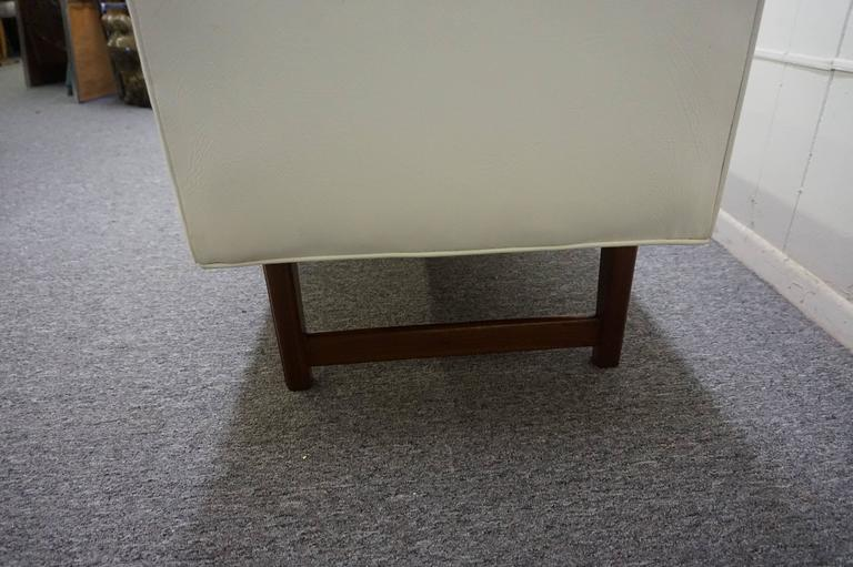 Handsome Upholstered American Mid-century Walnut Bench For Sale 1