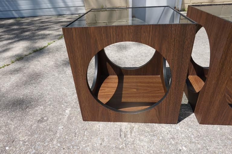 American Cool Pair Of Lane Walnut Cube Side Tables Circle Cut Outs, Mid