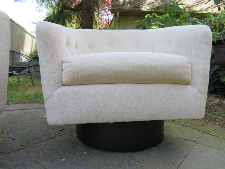 Fantastic Pair of Milo Baughman Tall Swivel Base Barrel Back Lounge Chairs In Good Condition For Sale In Medford, NJ
