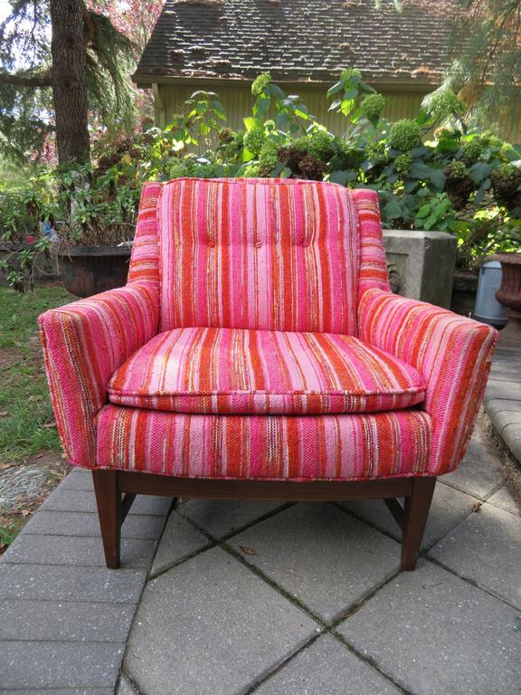 American Lovely Pair of Selig Mid-Century Modern Walnut Lounge Chairs For Sale