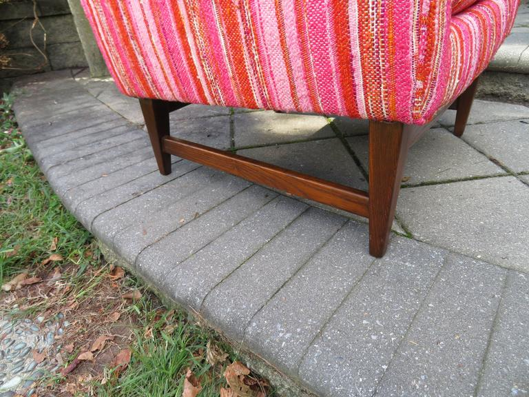 Mid-20th Century Lovely Pair of Selig Mid-Century Modern Walnut Lounge Chairs For Sale
