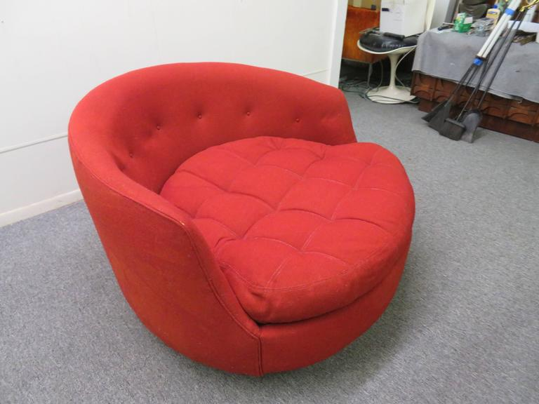 Lovely Scale Milo Baughman Round Swivel Lounge Chair Chrome Base at 1st