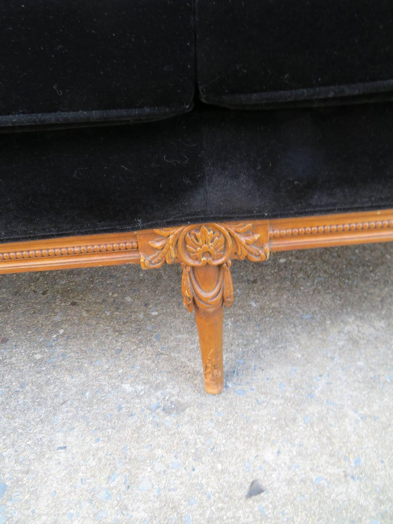 Antique Louis XV Style French Sofa Canapé In Good Condition For Sale In Medford, NJ
