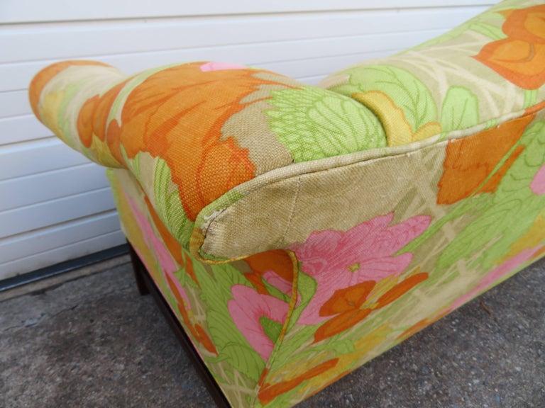 Wonderful Flowered Linen Chippendale Style Camelback Loveseat Sofa, Midcentury For Sale 4