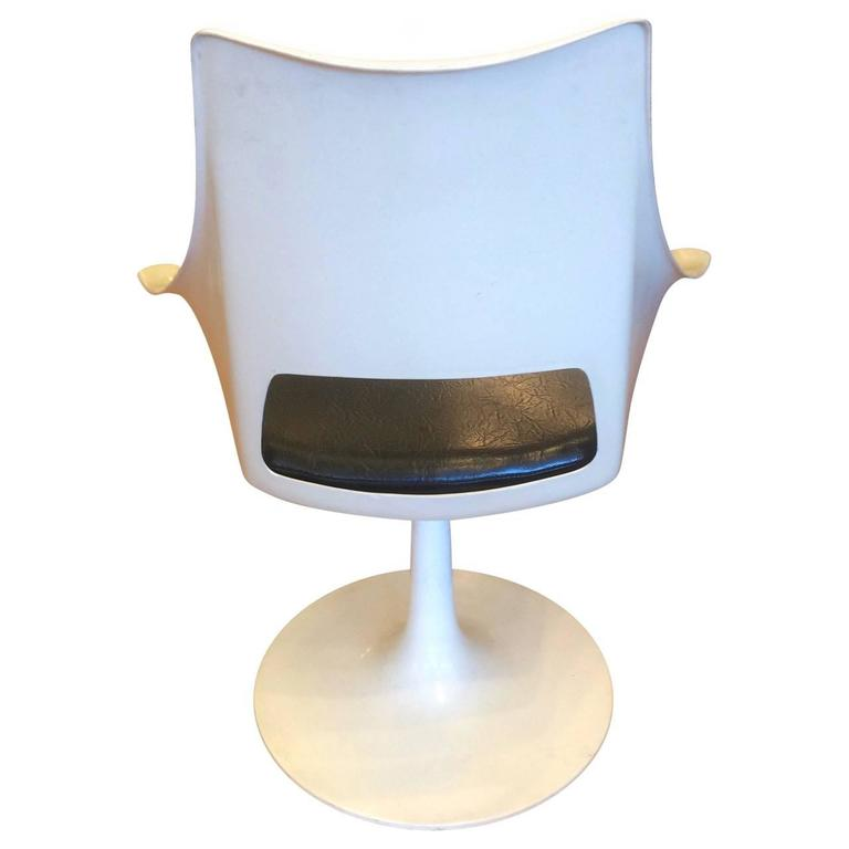 Four Mid-Century swivel base chairs with style and comfort. These chair were produced in the 1960s or early 1970s and are in excellent condition. The design of these chairs shares the influence of the tulip chair by Eero Saarinen, but they have