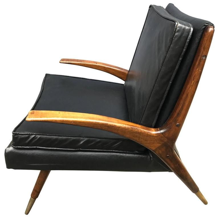Sharp looking lounge chair with two additional pillows in black vinyl.  $125 flat rate front door delivery includes Washington DC metro, Baltimore and Philadelphia.