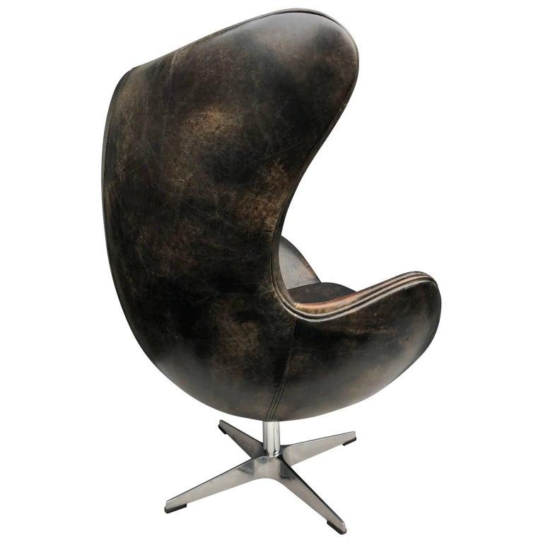 vintage arne jacobsen leather egg lounge chair at 1stdibs. Black Bedroom Furniture Sets. Home Design Ideas
