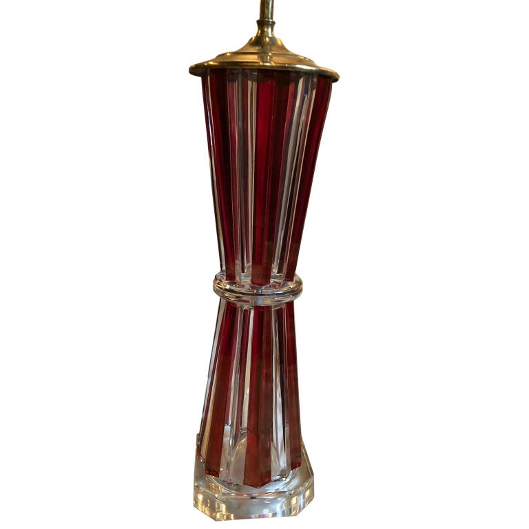Mid-Century Modern Red And Clear Glass Table Lamp In Good Condition For Sale In Haddonfield, NJ
