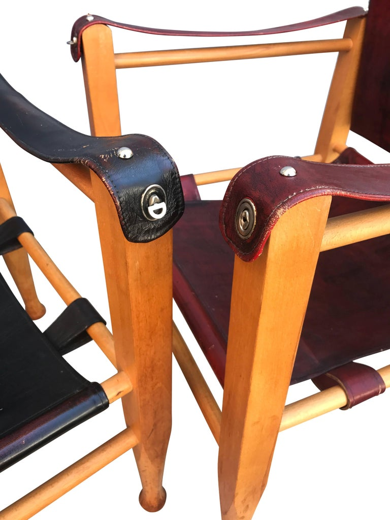 Set of Danish Two Mid-Century Modern Safari Chairs, One Red and One Black For Sale 2