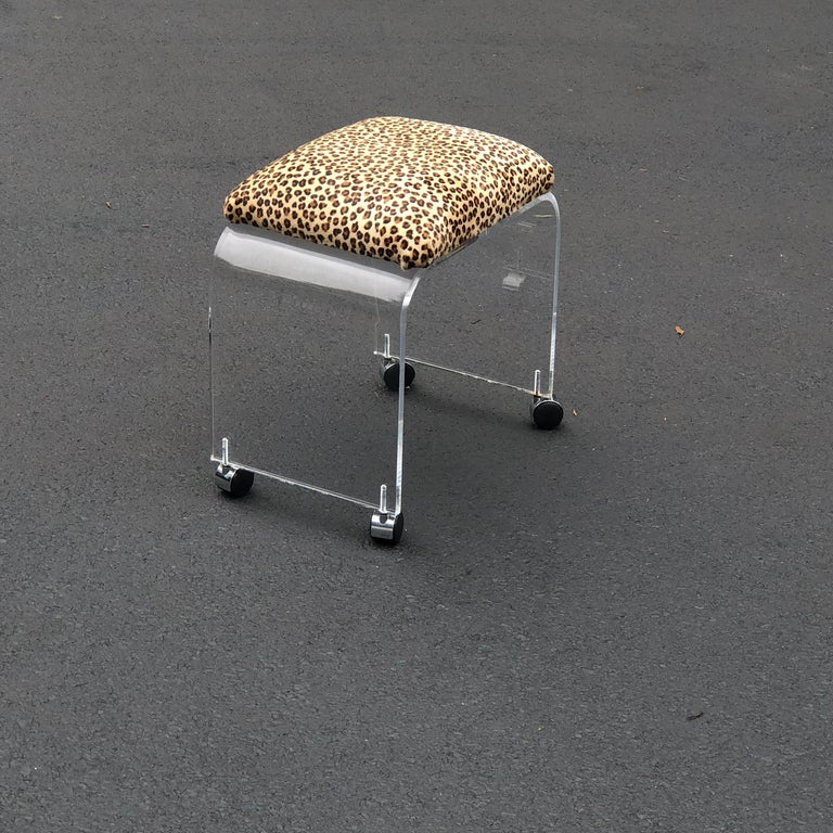 American Mid-Century Modern Waterfall Lucite Stool or Bench with Faux Cheetah Fabric For Sale