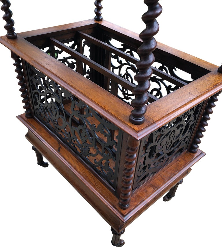 19th Century English Walnut Ètagerè and Music Stand For Sale 5