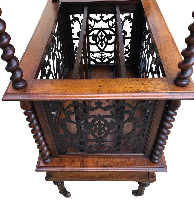 19th Century English Walnut Ètagerè and Music Stand For Sale 6