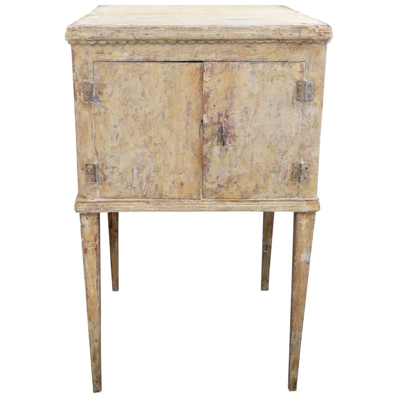 Gustavian end table sweden 1800 at 1stdibs for Oka gustavian side table
