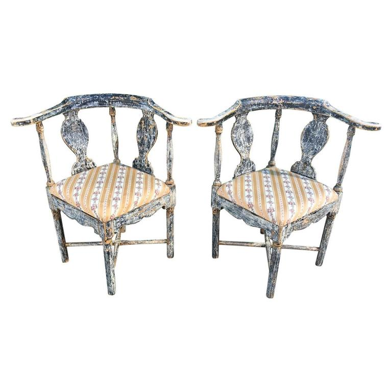 Pair of Swedish Gustavian Corner Armchairs In Good Condition For Sale In Haddonfield, NJ