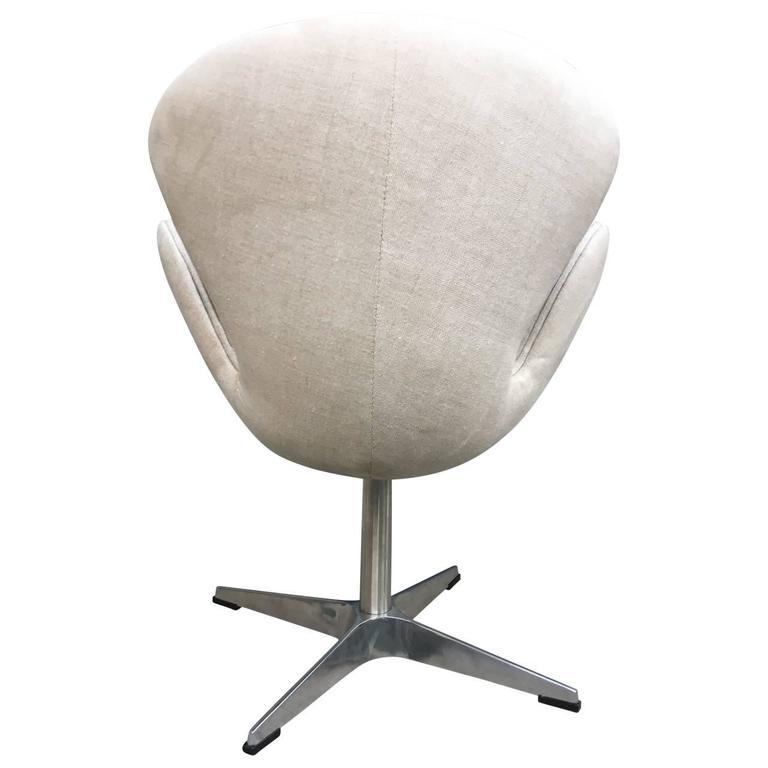 swan chair by arne jacobsen for sale at 1stdibs. Black Bedroom Furniture Sets. Home Design Ideas