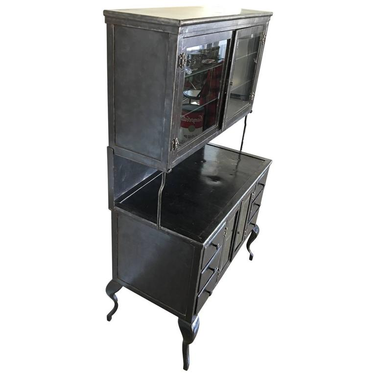 Vintage Medical Metal Cabinet In Good Condition For Sale In Haddonfield, NJ