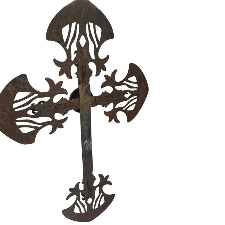 Large 19th Century Iron Cross In Good Condition For Sale In Haddonfield, NJ