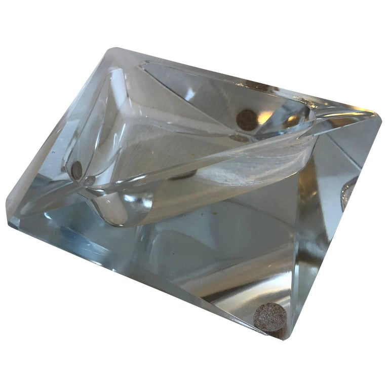 Large Art Deco Baccarat Faceted Crystal Star-of David Ashtray In Good Condition For Sale In Haddonfield, NJ