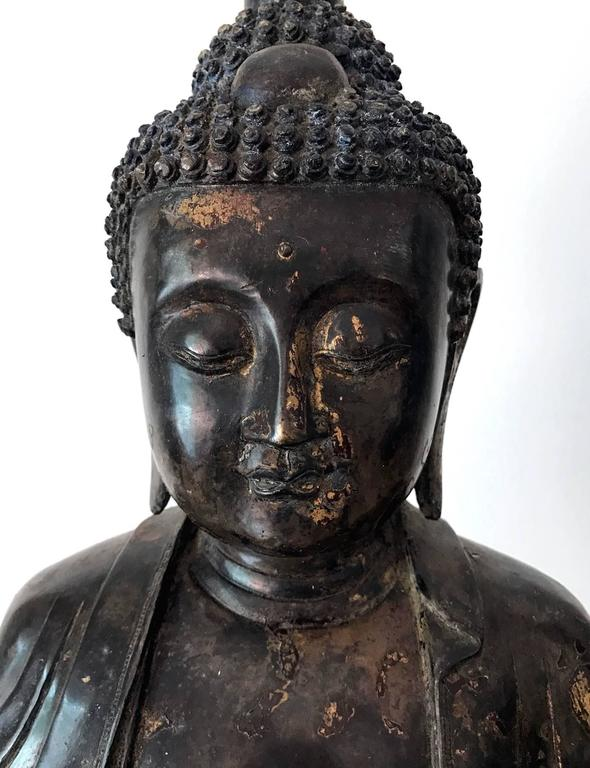 Chinese Large and Fine Antique Bronze Buddha For Sale