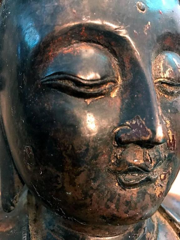Large and Fine Antique Bronze Buddha For Sale 2