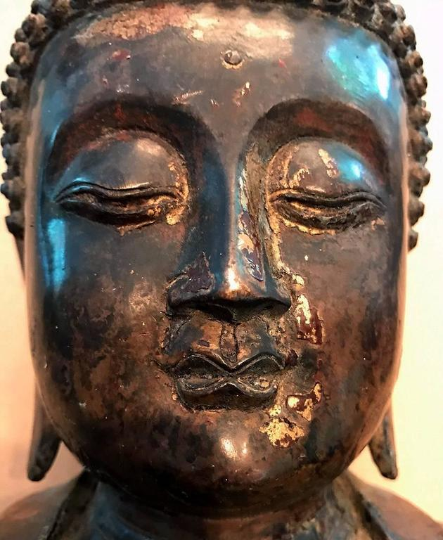 Large and Fine Antique Bronze Buddha For Sale 3