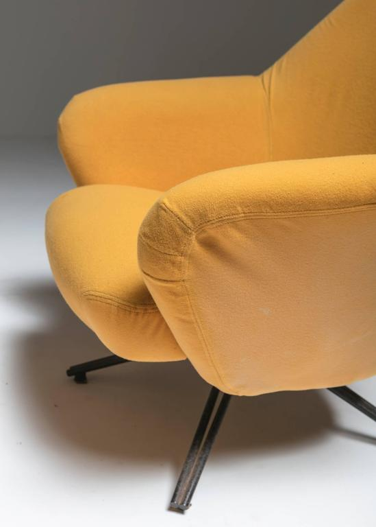 "Set of Two ""P32"" Lounge Chairs by Osvaldo Borsani for Tecno In Good Condition For Sale In Milan, IT"
