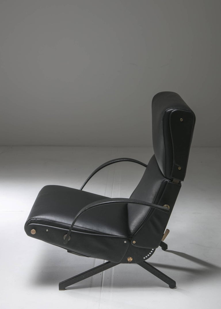 P40 lounge chair by Osvaldo Borsani for Tecno. Adjustable backrest armrests and seat, expandable footrest. Leather cover and full working mechanic elements. An iconic piece of Italian 1950s design.