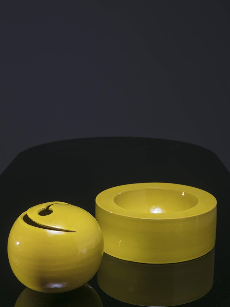 Ceramic sculpture by Franco Bucci. Two pure shapes can be combined in different positions.