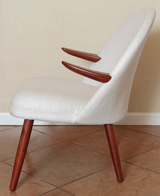 Mid-Century Modern Danish Style Armchair Vintage Restored  Mid Century In Good Condition For Sale In Dallas, TX