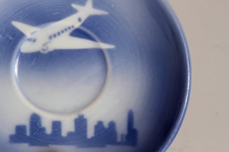 1940s Syracuse China Stylized Dc 3 Saucer Above Skyscraper