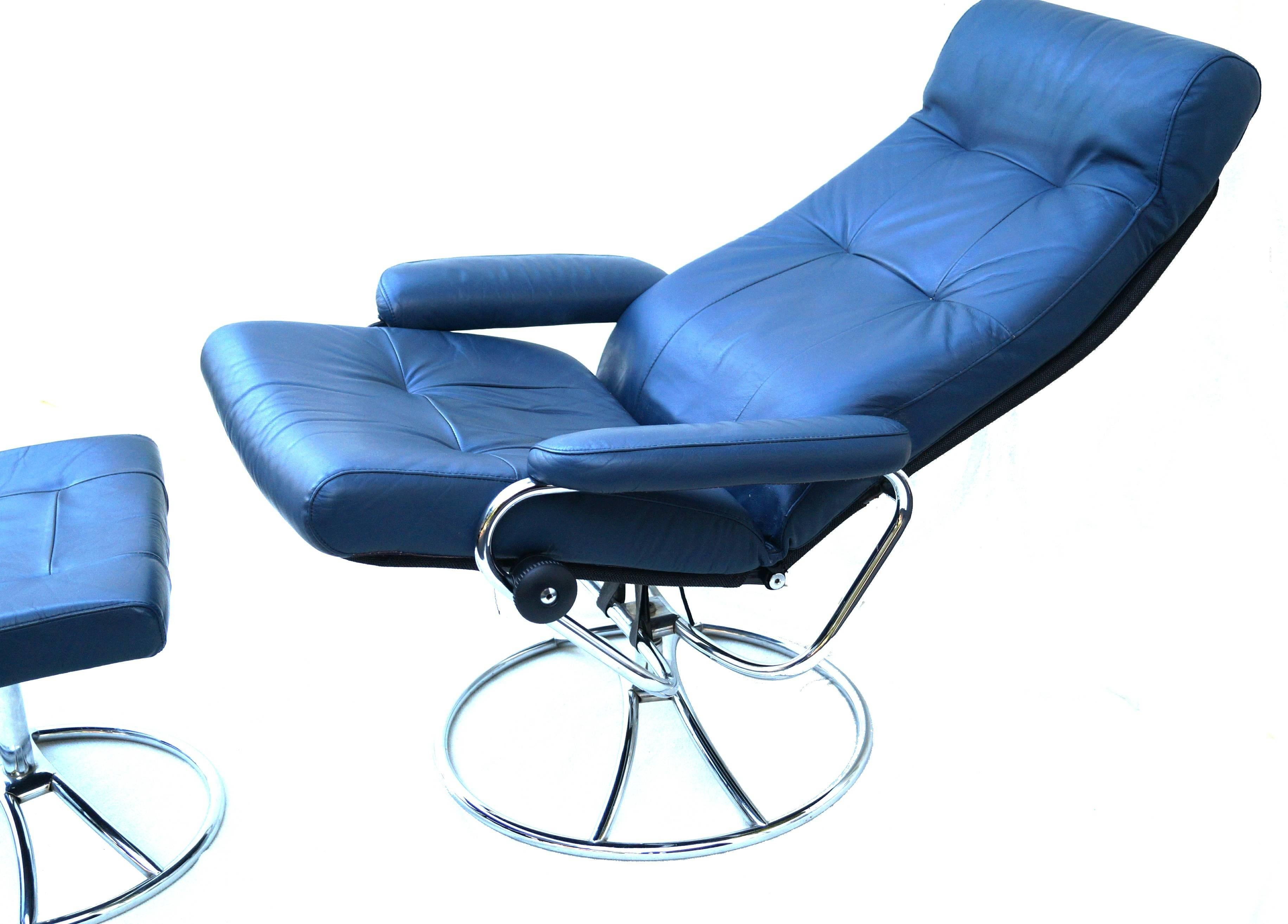 Mid Century Modern Ekornes Norwegian Blue Leather Lounge Chair And Ottoman  For Sale