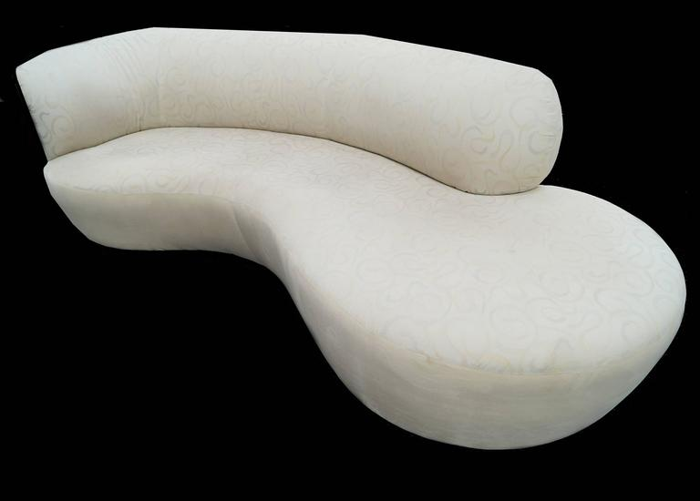 Vladimir Kagan Style Serpentine Cloud Sofa Right Arm In Good Condition For Sale In Wayne, NJ