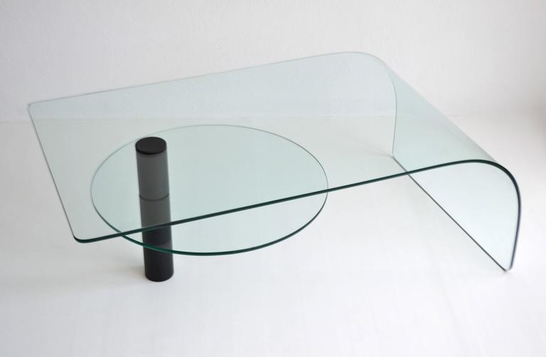 Post-Modern Two-Tier Waterfall Edge Glass Cocktail Table In Excellent Condition For Sale In West Palm Beach, FL