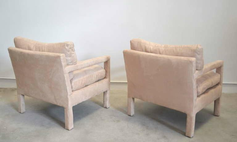 Mid-Century Modern Pair of Mid-Century Parsons Style Club Chairs For Sale